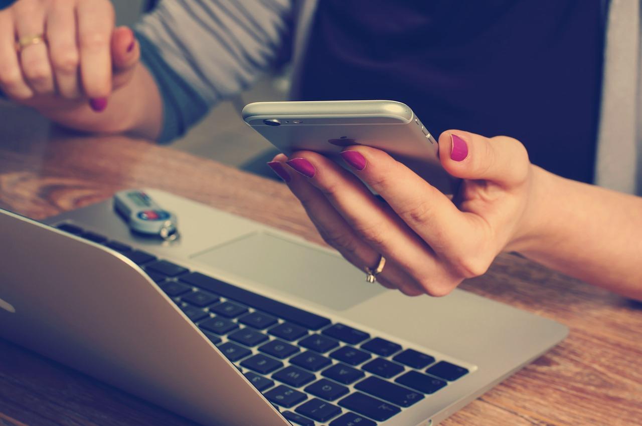 Stress fra mobil og computer